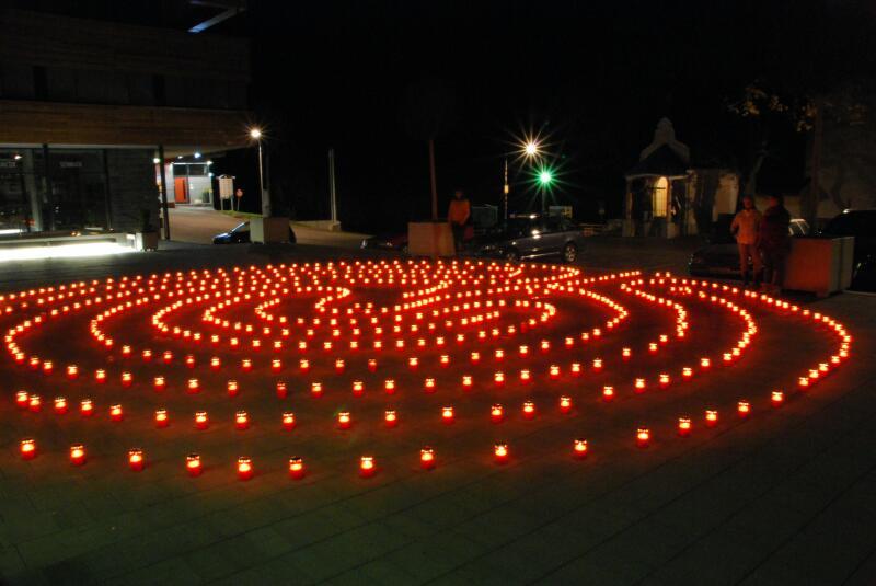 Dorfplatz-Lichterlabyinth